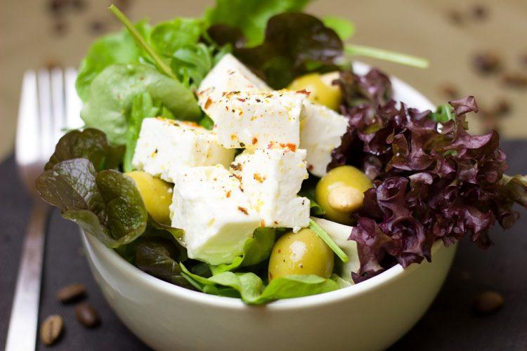 Оброк витаминска салата за топлите денови