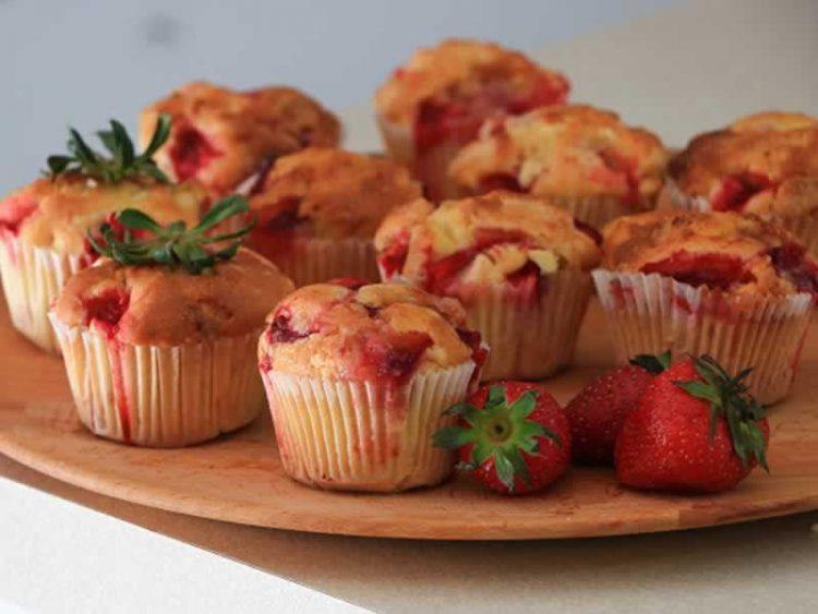 Мафини полни јагоди – Цело маало ќе замириса