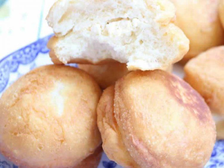 Брза и евтина вечера за целото семејство: Воздушести крофни со сирење (Видео)