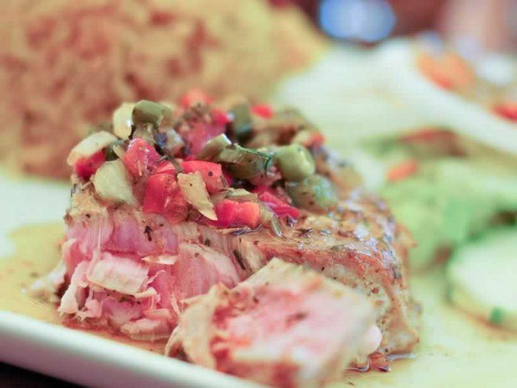 Туна стек со зеленчук и фета сирење