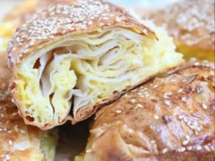 Традиционално: Бабина пита со сирење (Видео)