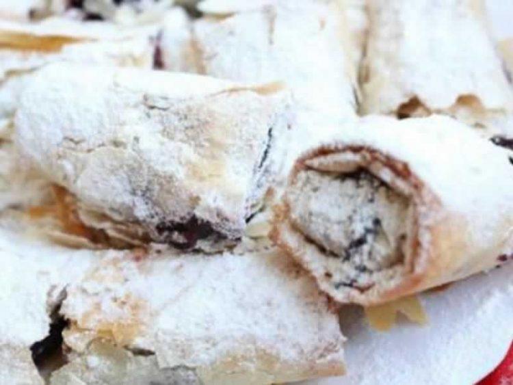 Крцкава и сочна пита со мак, вишни и гриз (Видео)