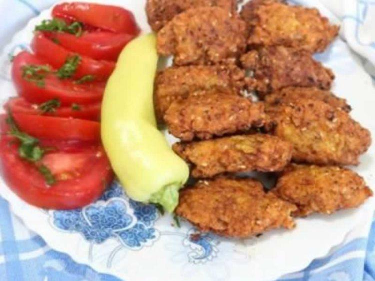 Пилешко месо и тиквици: Совршена комбинација за најубавите уштипци (Видео)