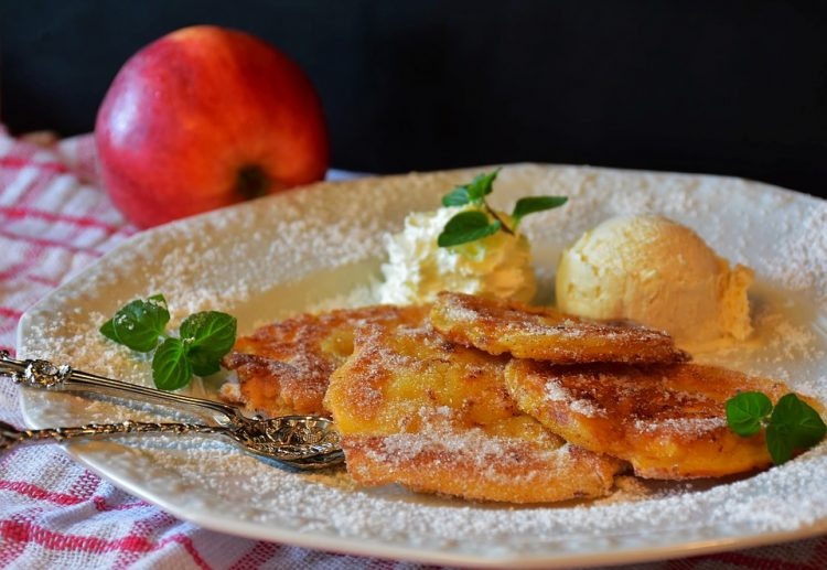 Поховани јаболки по најдобар рецепт стар со генерации