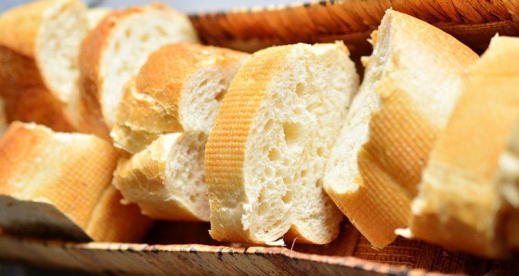 Ова е најголемата грешка со лебот – Вака веднаш станува сув