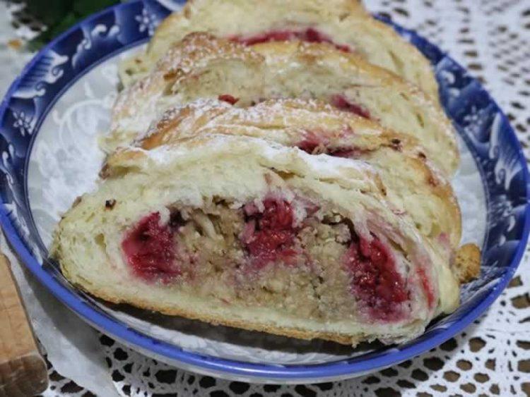 Крцкава пита со јаболка: Најубавиот посен десерт (Видео)