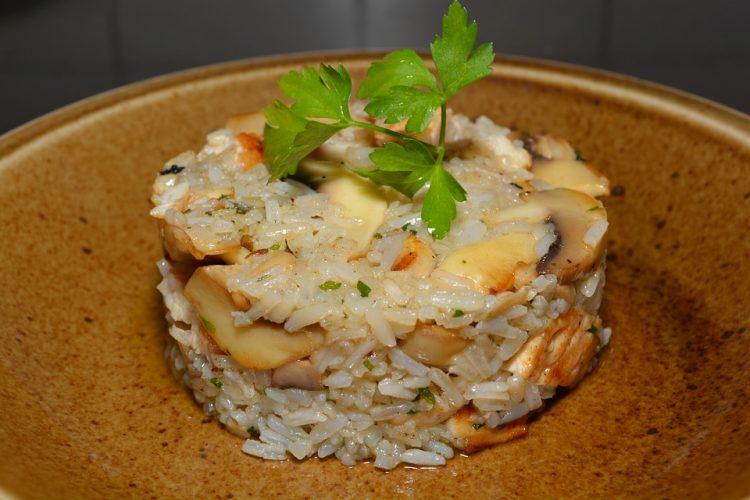 Оризот ќе набабри и ќе има супер вкус – Додадете го ова кога го варите