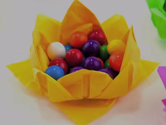 ВИДЕО: Цвет-салфета како кошничка за велигденски јајца – Направете ја сами дома
