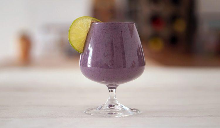 Смути полно боровинки – Виолетова чаша за здравје