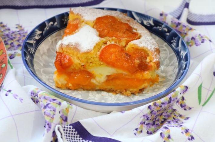 Сочен колач од кајсии: Вистинскиот вкус на летото