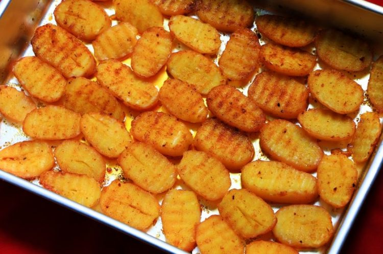 Сочен и мек: Печен компир од рерна
