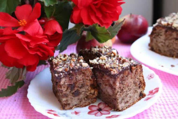 Брз колач со ореви: Сочен и неодолив десерт