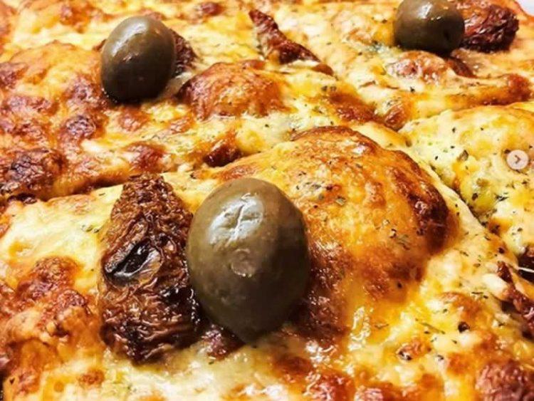 Пица со четири вида сирење: Уживајте во фантастичен спој од вкусови