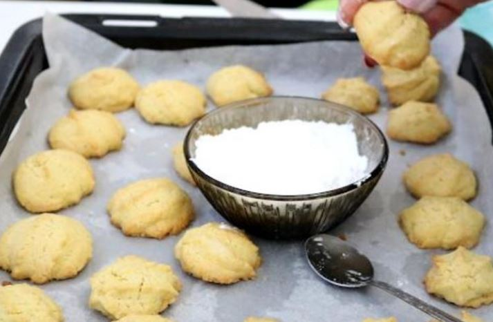 Готови за 10 минути – Кекс колачиња со кокос