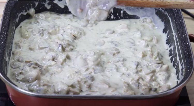 Деликатес: Пилешко во бел сос