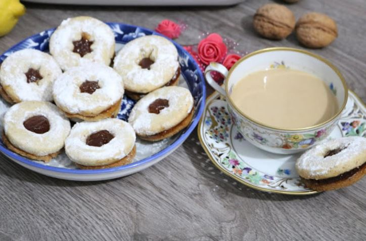 Рецепт за линзери: Мирисни колачиња кои траат и по недела дена