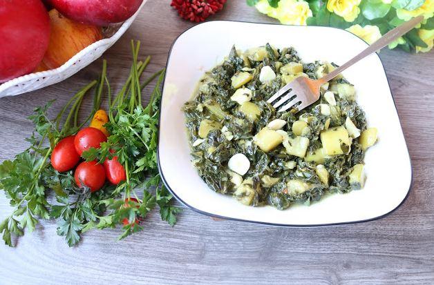 Лесен ручек готов за миг: Спанаќ со тиквици и лук