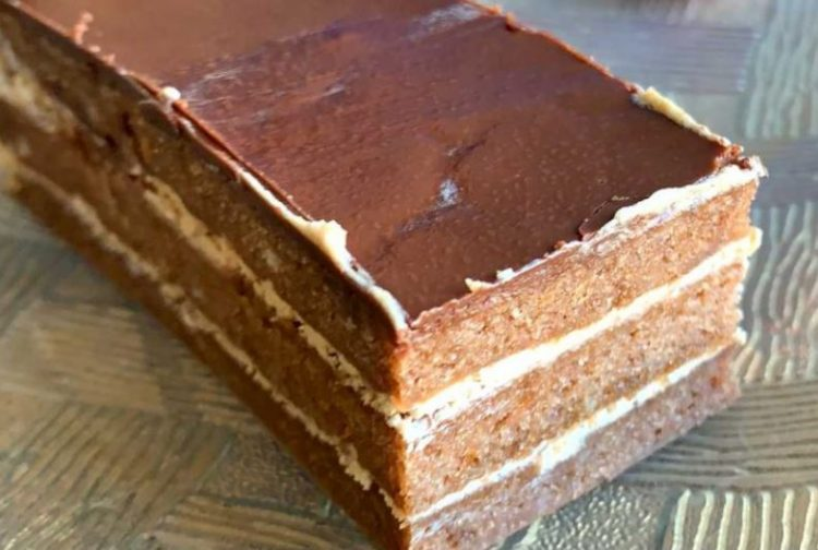 Идеална за сите кои постат: Чоколадна торта со кафе
