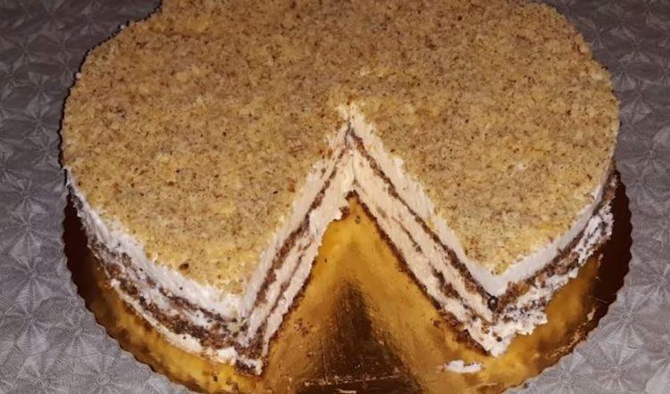 Торта од готови медени кори – се прави за 15 минути