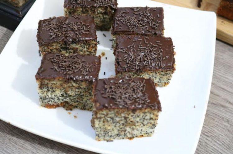 Наједноставниот колач на светот: Чоколаден, мек, сочен (Видео)