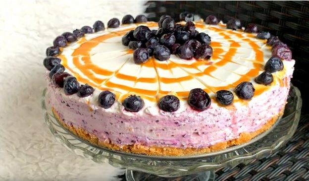 Вкусен десерт за 15 минути: Овошна торта со боровници (Видео рецепт)