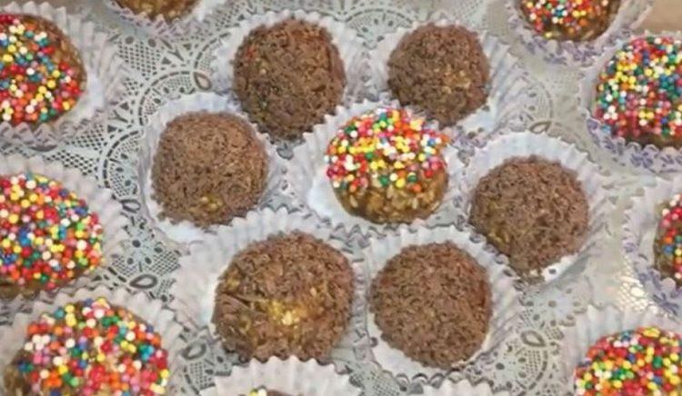 Шарени топчиња со сусам и локум