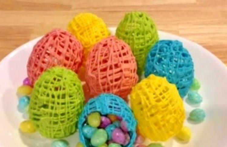 Шарени чоколадни јајца: Велигденски десерт готов за неколку минути.