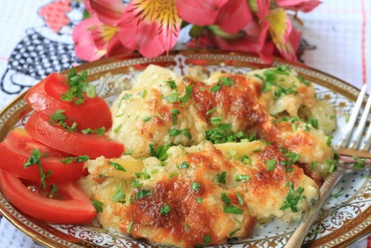 Брз и евтин ручек: Компир од рерна во сос од павлака