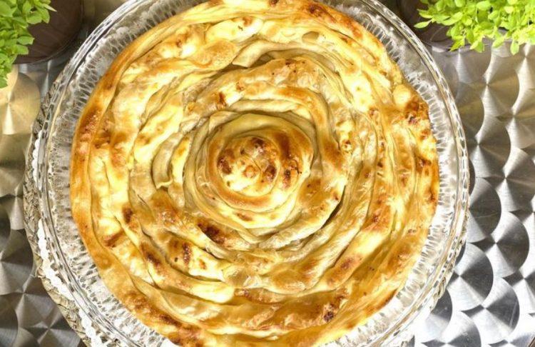 Пита со сирење од домашни кори – превкусна