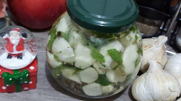 Здрава туршија: Лук во јаболков оцет