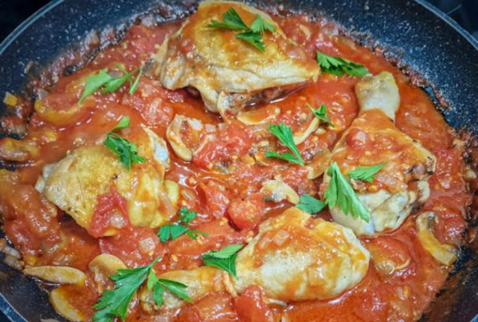 Пилешко Маргено: Вкусен ручек кој брзо се прави