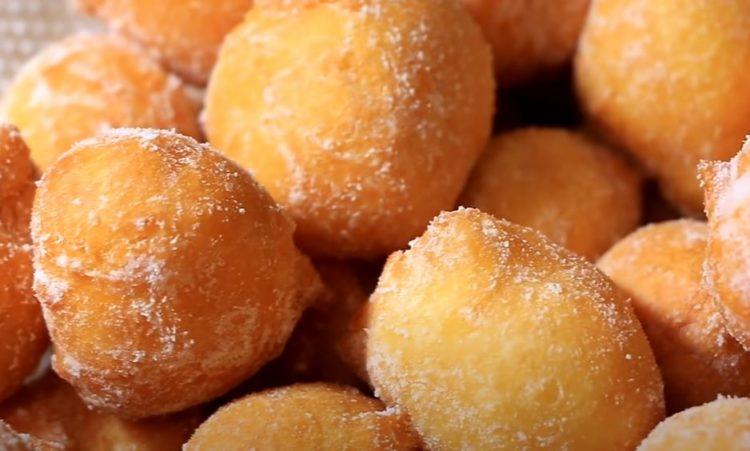 Фритули – мини крофнички: Брзи, меки и не впиваат масло