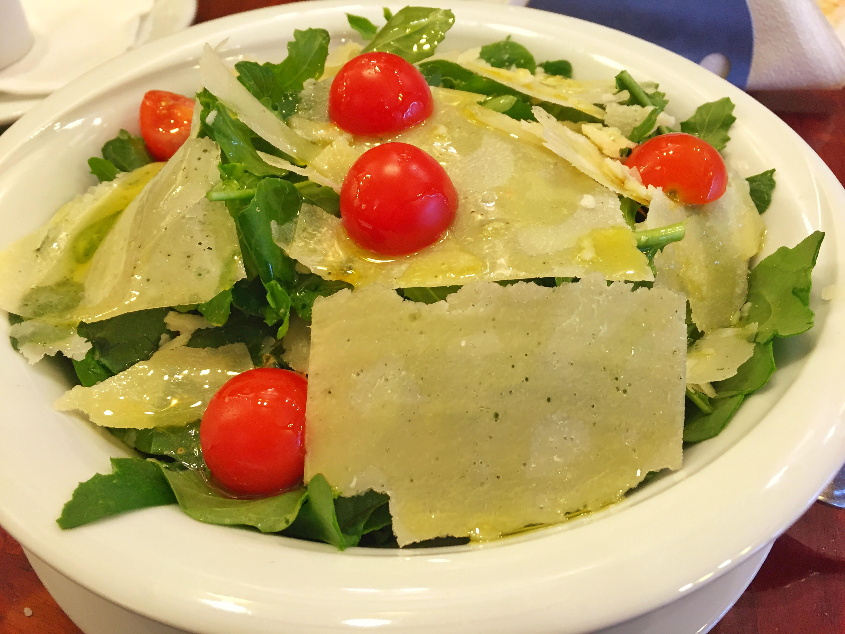Како да ја подготвите превкусната Рукола салата со шери домати?