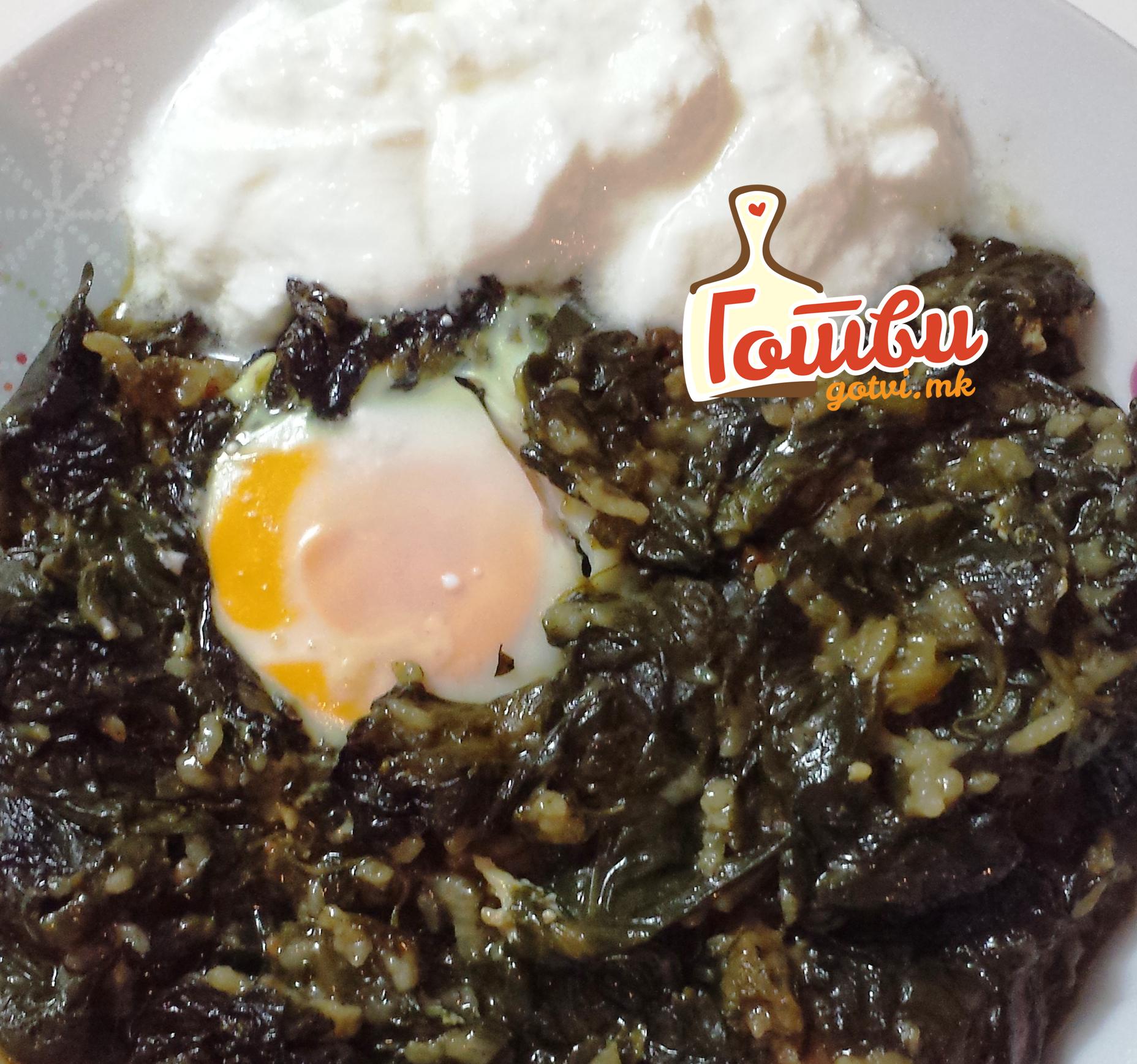 Печен спанаќ со јајца