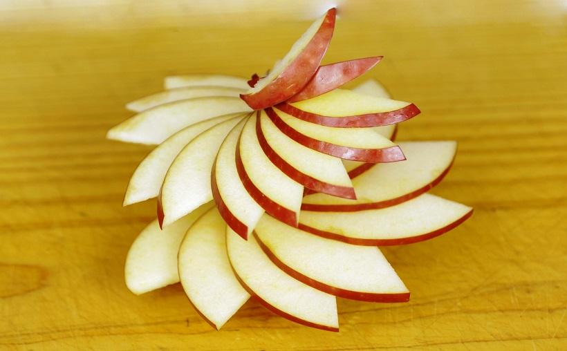 ВИДЕО: Како да направите украсна спирала од јаболко