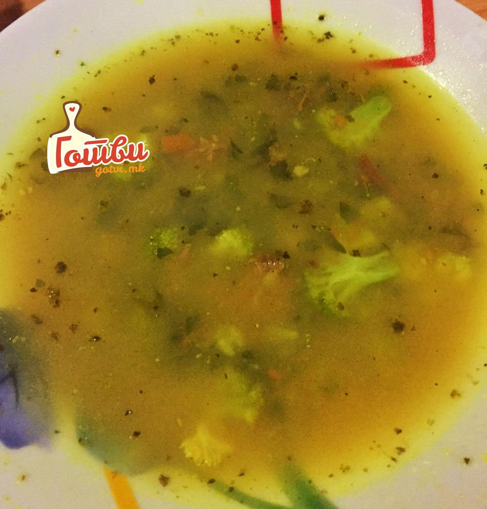 Телешка супа со куркума и брокула