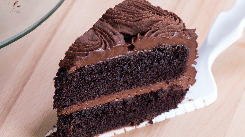 ВИДЕО: Рецепт за домашна чоколадна торта од која застанува здивот