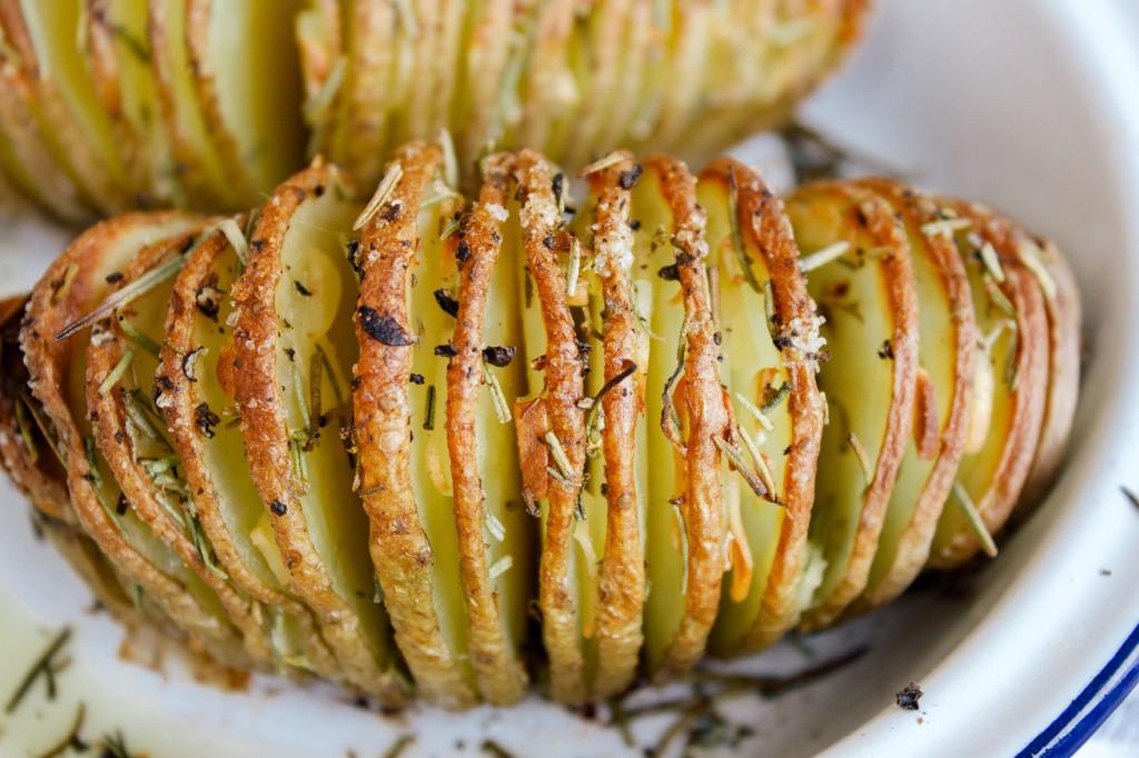 Однадвор крцкав, внатре како путер – Трик за совршено печен компир