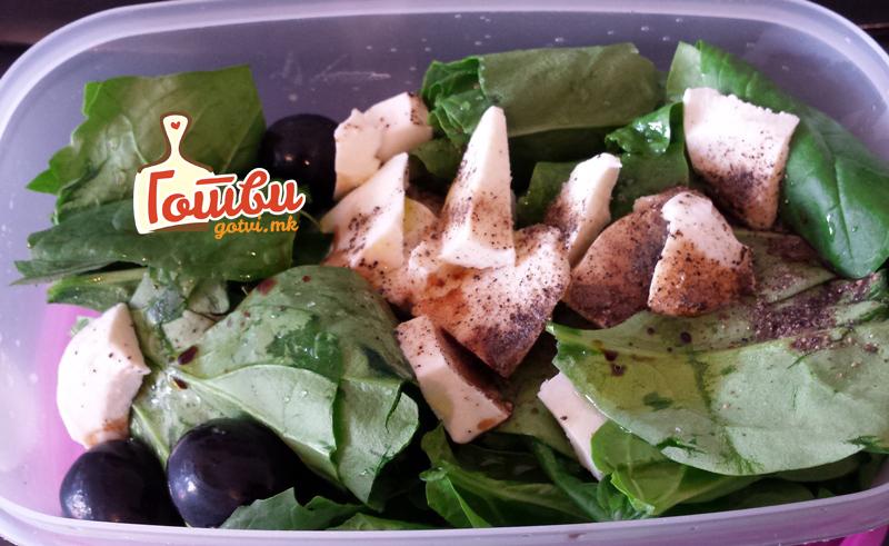 Спанаќ со моцарела – ужинка која ве држи сити до ручек