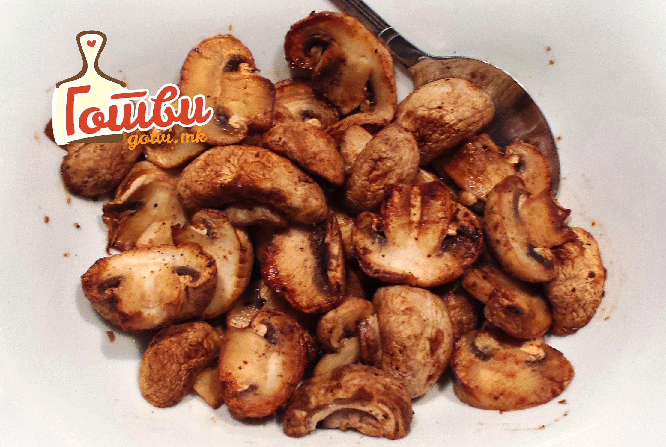 Едноставен а толку вкусен ручек: Тава со печурки и тиквички