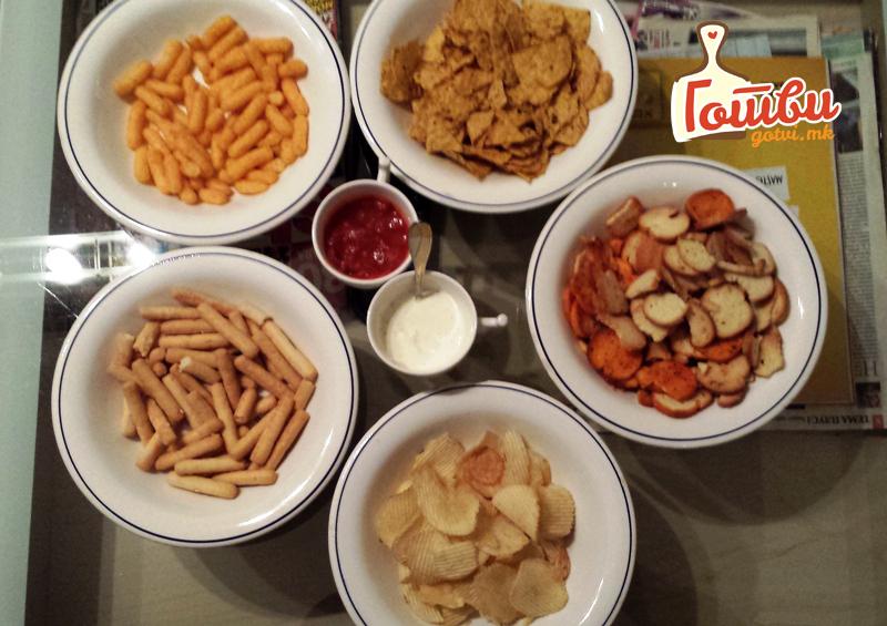 Рецепт за 2 брзи соса за чипс и други грицки