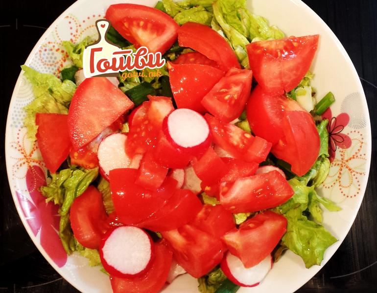 Еве зошто никако не смеете да јадете краставица и домат заедно!