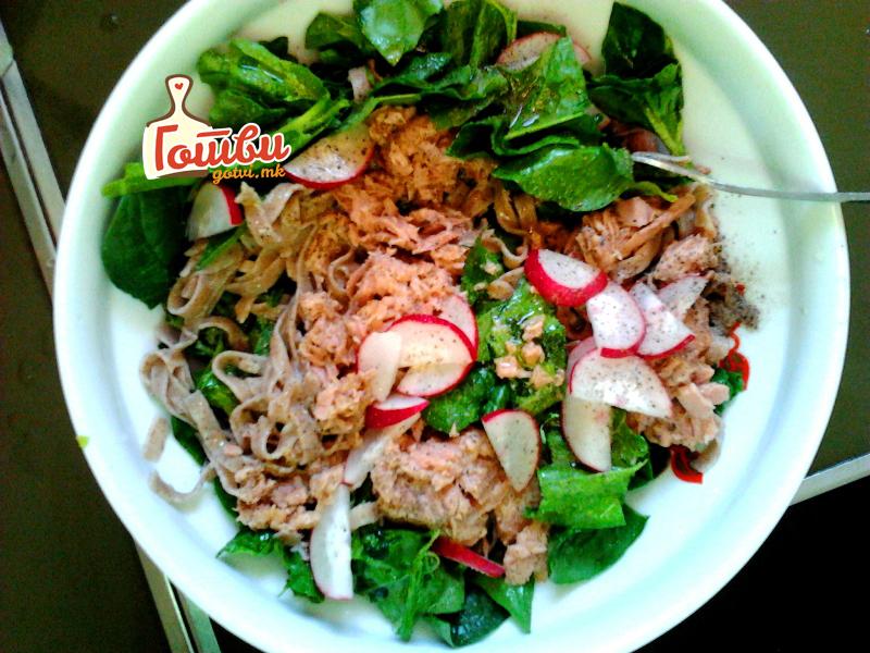 Топ 5 рецепти за пролетни салати со марула