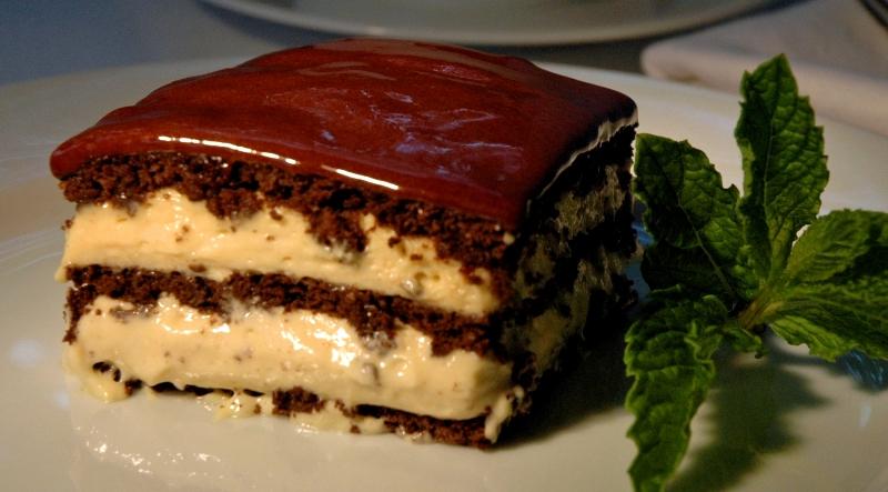 ВИДЕО: Рецепт за еклер чоколадна торта која не се пече