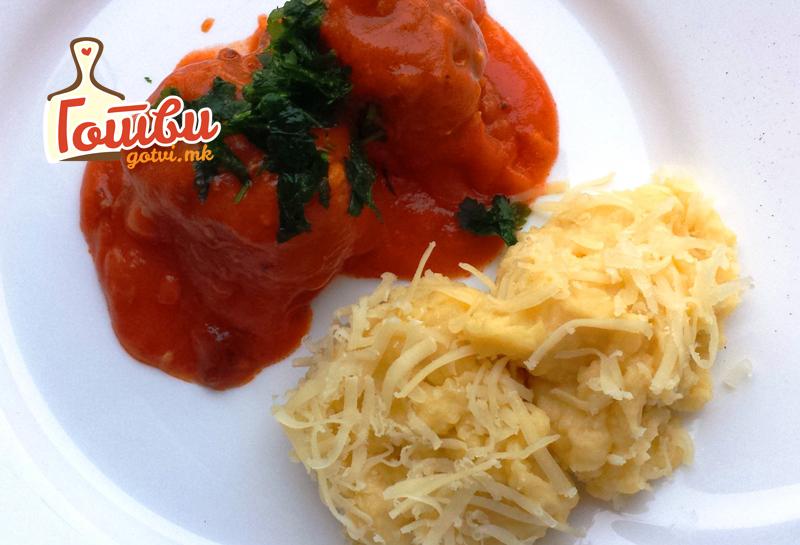 Ќофтиња во доматен сос