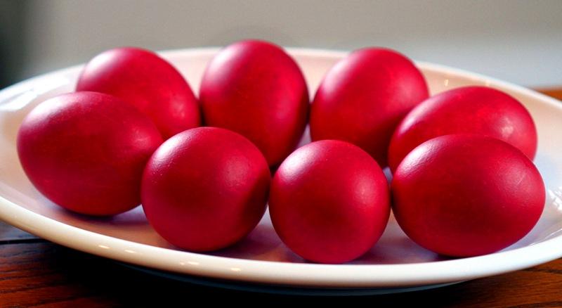 Ќе вапцаме црвени јајца: Што симболизира велигденското јајце?