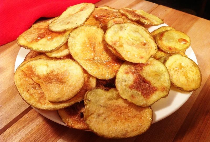 Чипс-компир со сос од лук