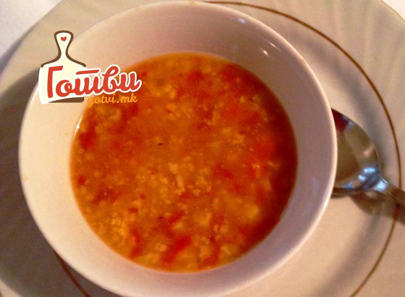 Хранливо, вкусно и брзо: Ладна летна супа со зеленчук