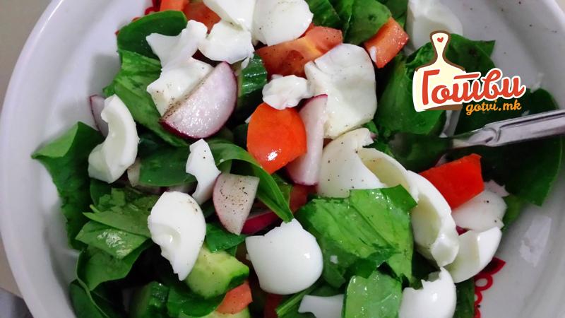 """Витаминска салата со спанаќ – Оброк за """"јака"""" крвна слика"""