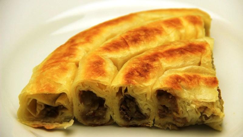 ВИДЕО: Турски специјалитет – рецепт за вртена пита со месо и компири